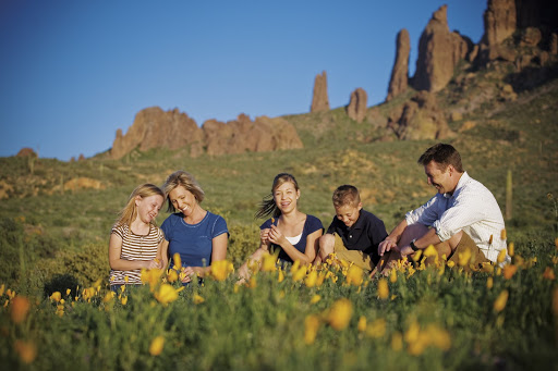 14 Mesa Parks family out in field