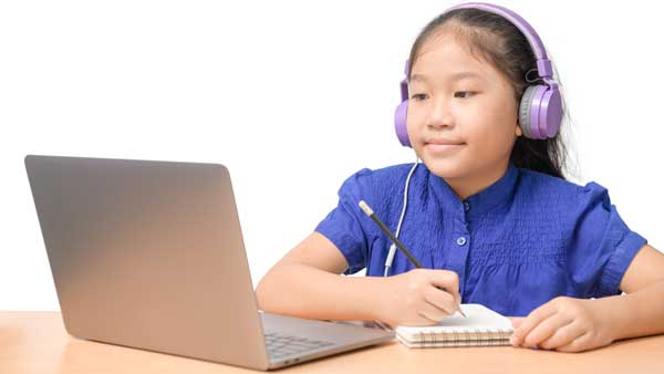 Child-and-patient-engaging-turing-telepractice-with-speech language pathologist